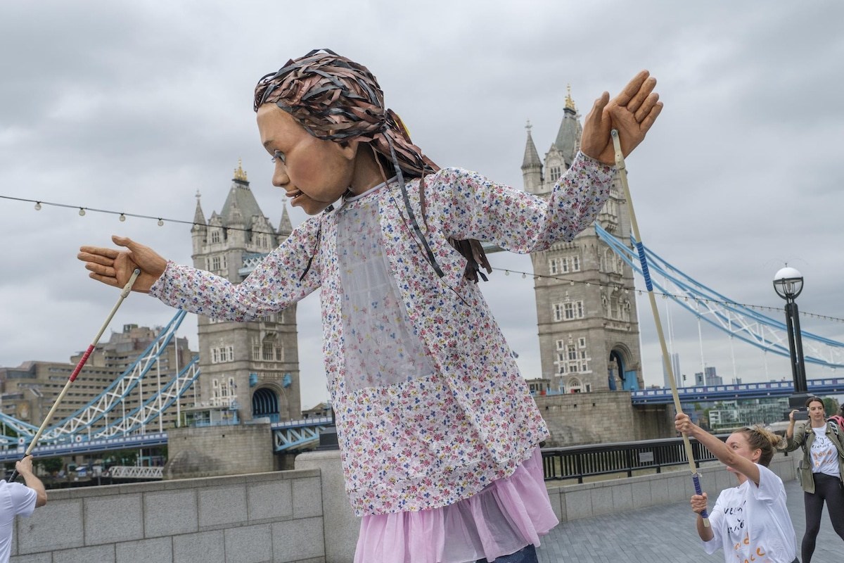 Little Amal by London Bridge