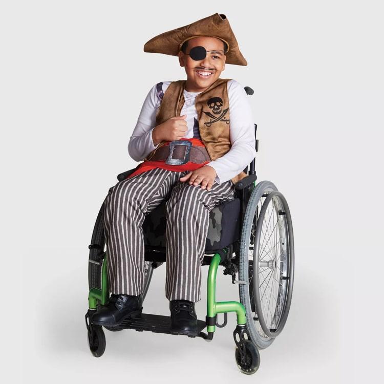 Disfraz de pirata para niños en silla de ruedas