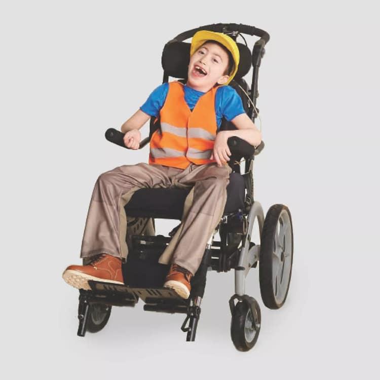 Disfraz de constructor para niños en silla de ruedas