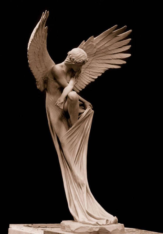 Escultura de un ángel en arcilla por Benjamin Victor