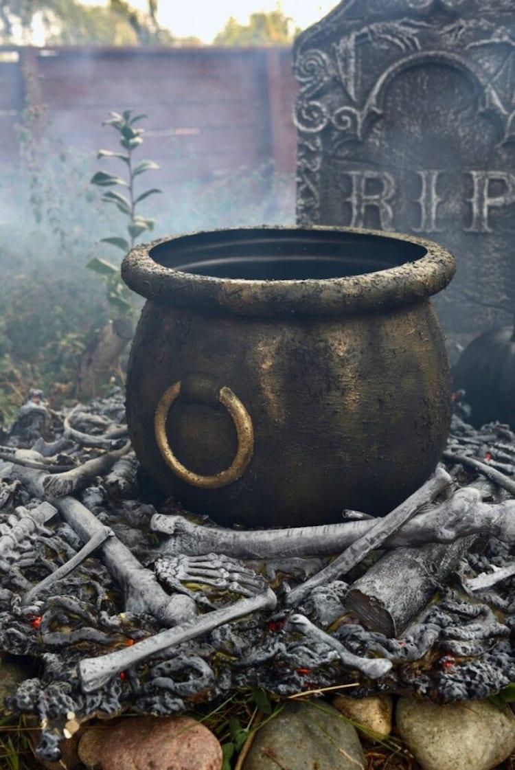 DIY Witches Cauldron