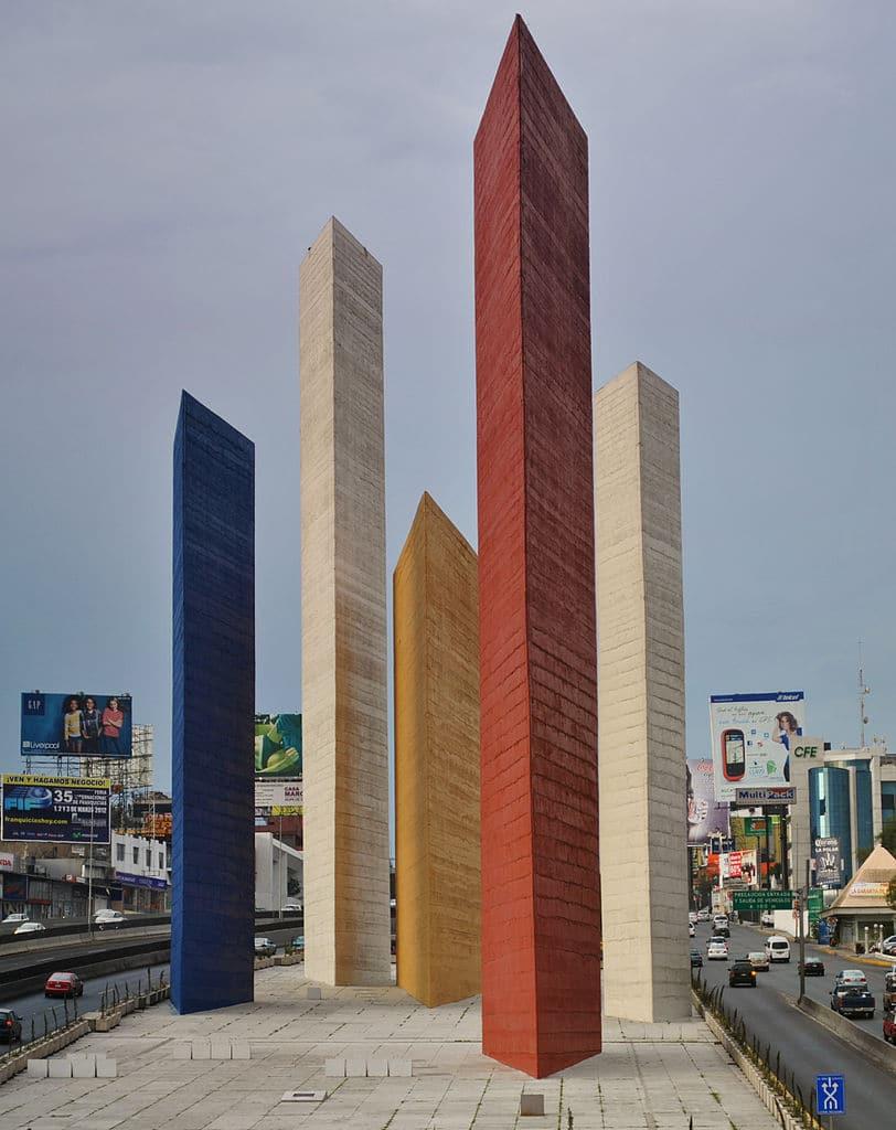 Torres de Satélite de Luis Barragán y Mathias Goeritz