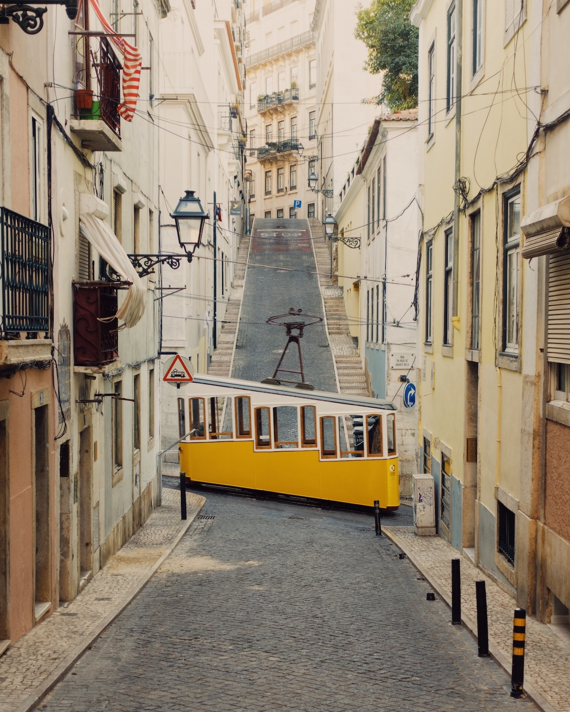 Lisbon Tram arquitectura de accidentally wes anderson