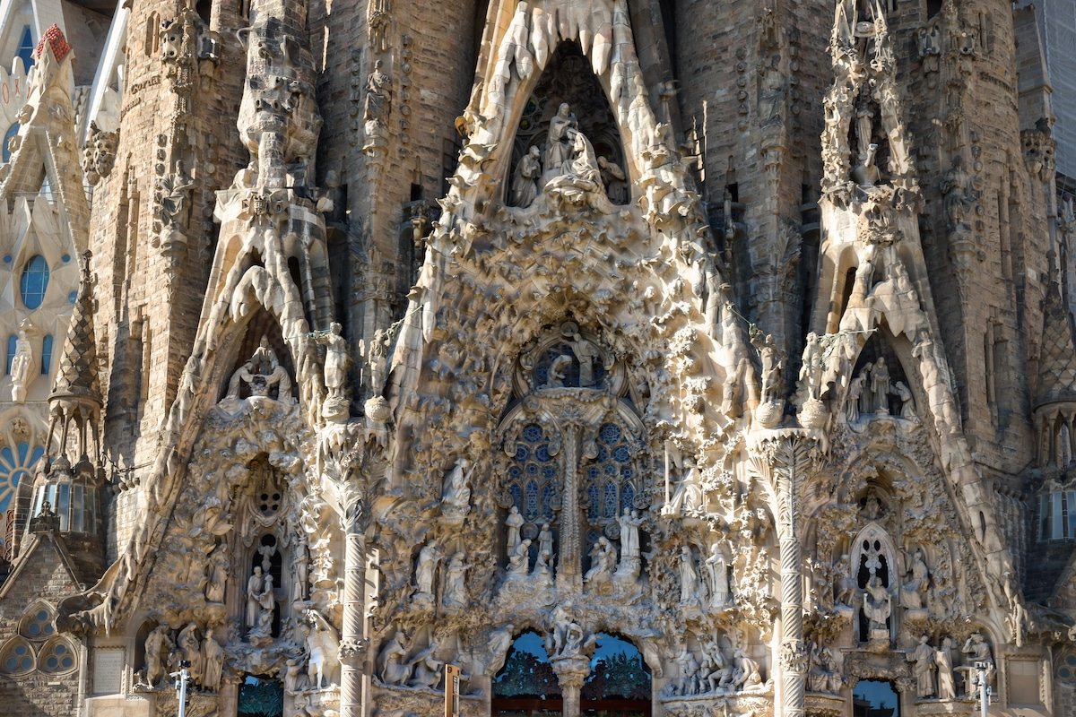 Details on Gaudi's La Sagrada Familia