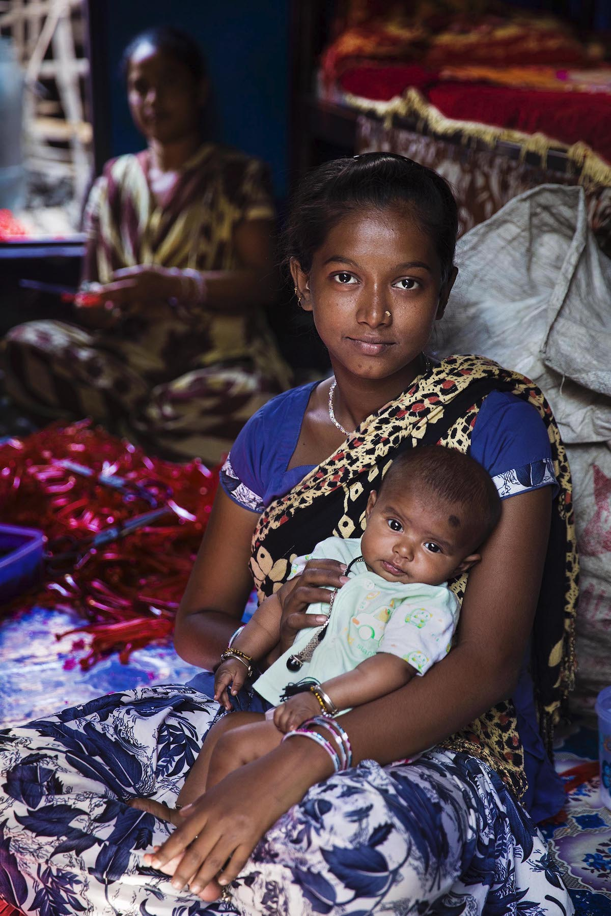Bangladeshi woman and her daughter in Kolkata