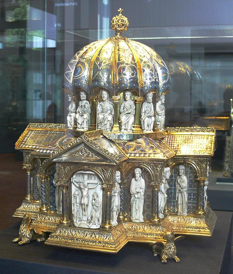 Kuppel Reliquary