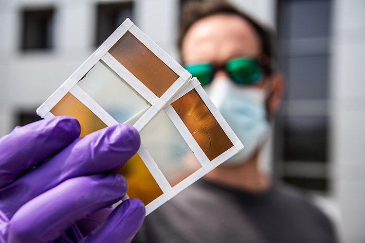 Scientists Design Thermochromatic Window That Can Change Colors and Generate Energy