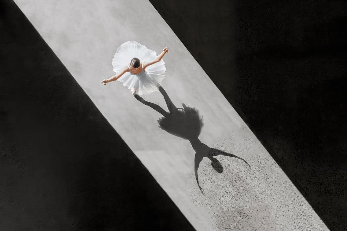 Ballerine de l'air by Brad Walls