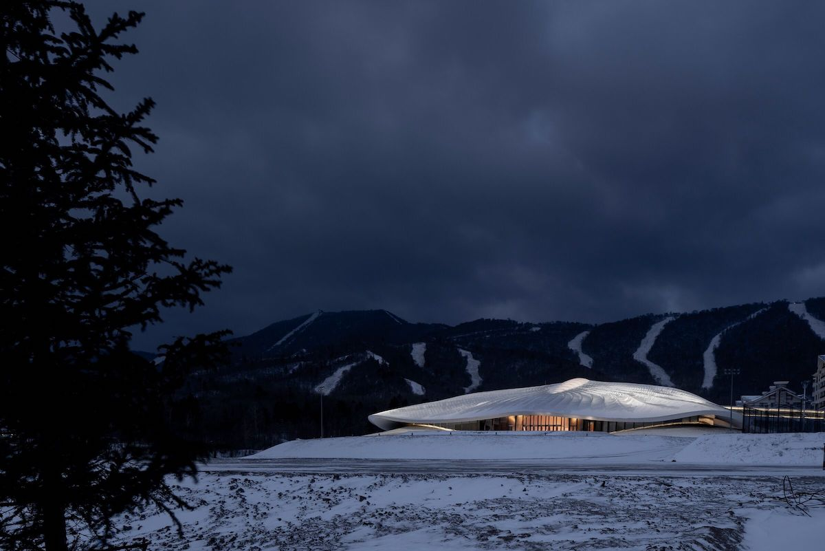 This Elegant Conference Center Perfectly Blends With the Snowy Yabuli Mountains