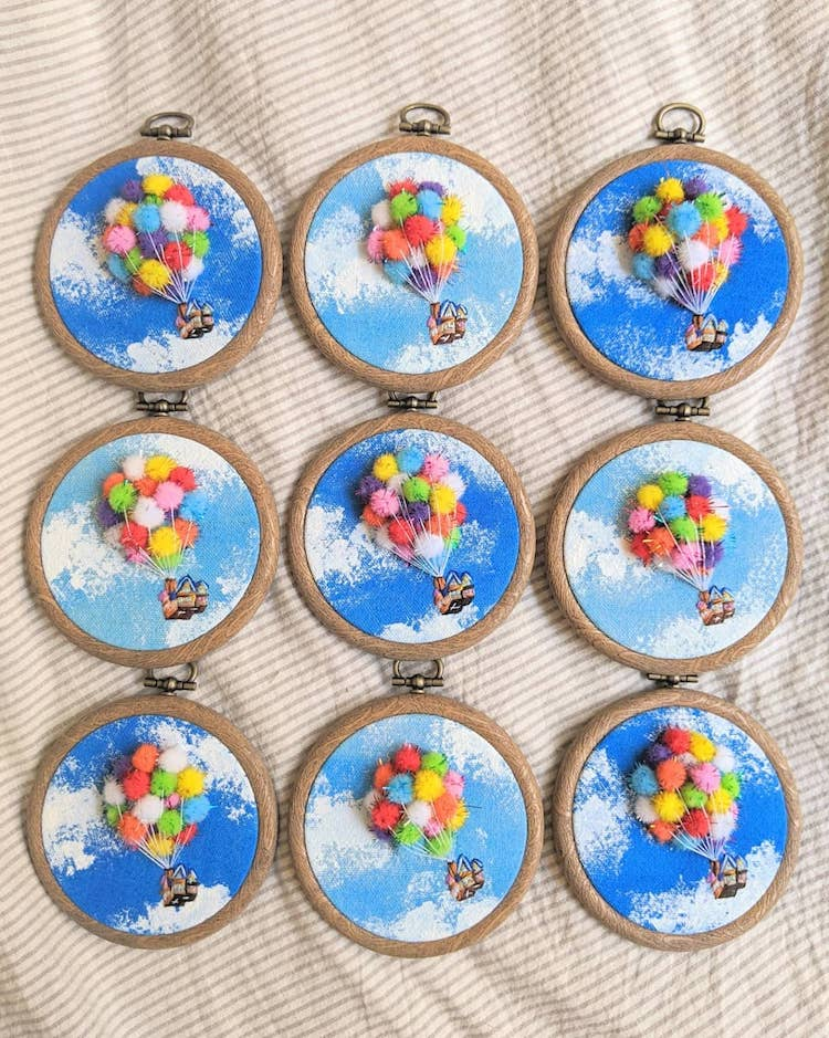 casa con globos bordada por por Penny Dowdell