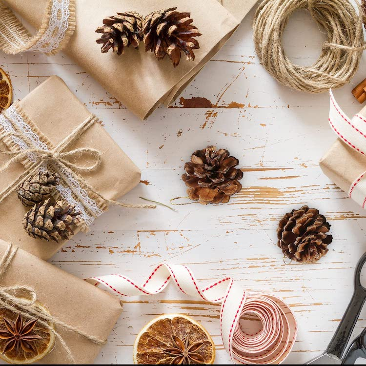 Acorns - 20+ Awesome Items to Complete Your Rustic Christmas Aesthetic