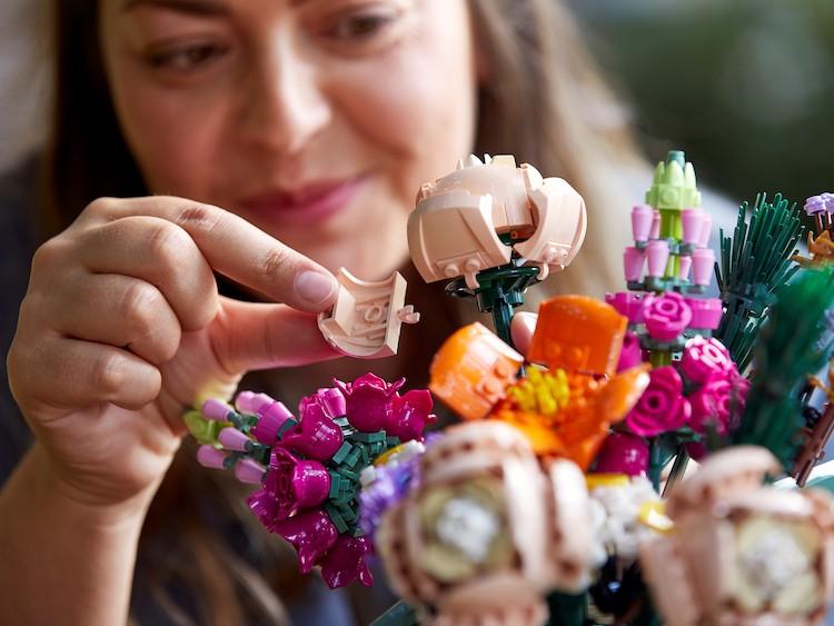 Build LEGO Bouquet