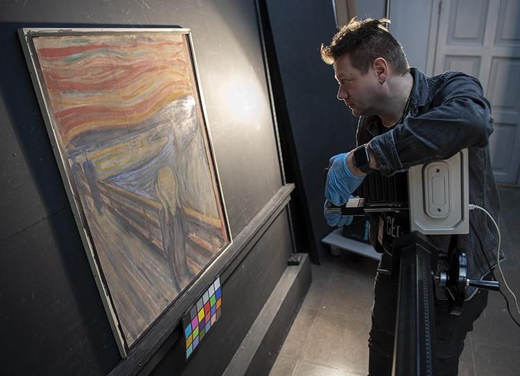 """The Scream"" Edvard Munch Hidden Graffiti Found Under Infrared Light"