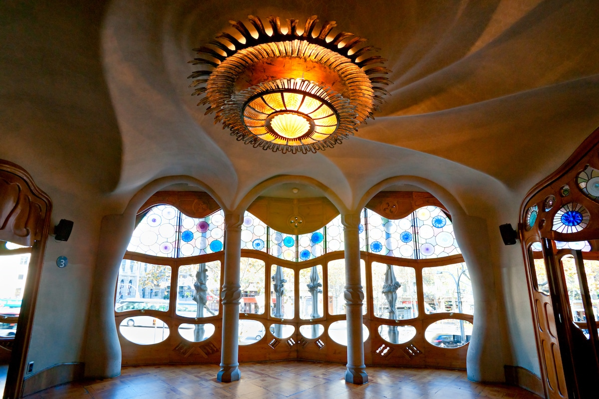 5 Incredible Buildings That Embody the Sinuous Elegance of Art Nouveau Architecture