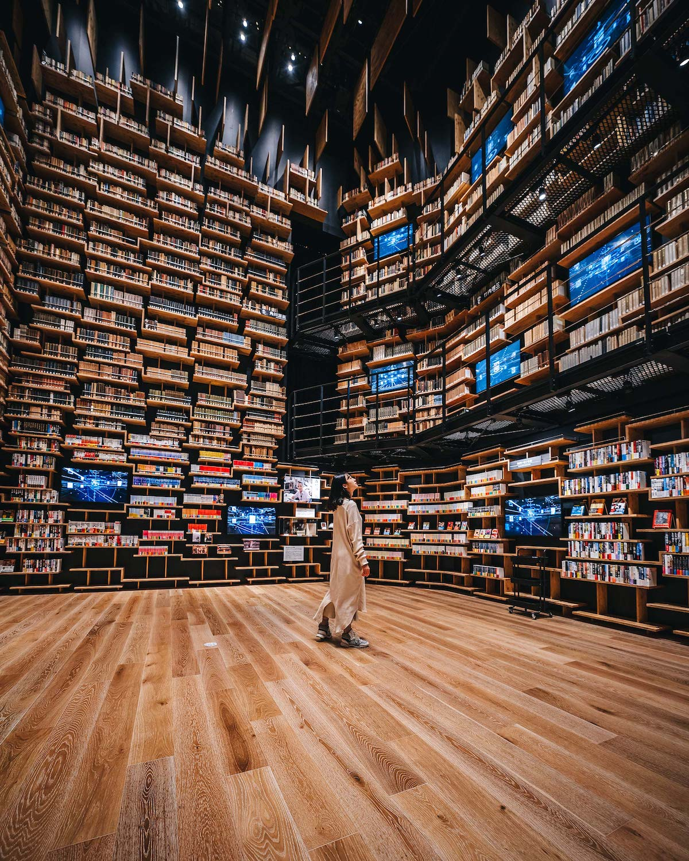 Photographer Captures the Incredible Bookshelf-Lined Interiors of Kengo Kuma's New Kadokawa Culture Museum