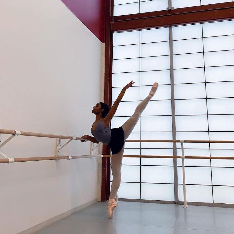 Kira Robinson bailarina negra consigue zapatillas de su color de piel