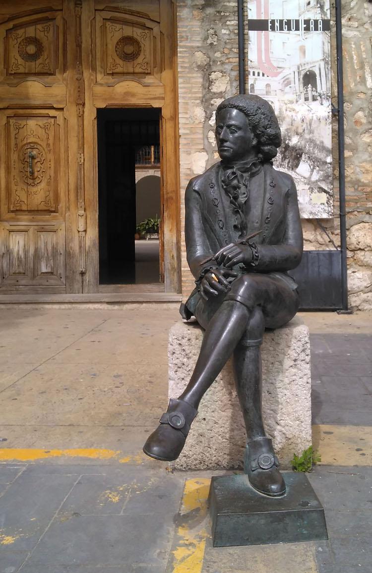 estatua de manuel tolsá en valencia españa