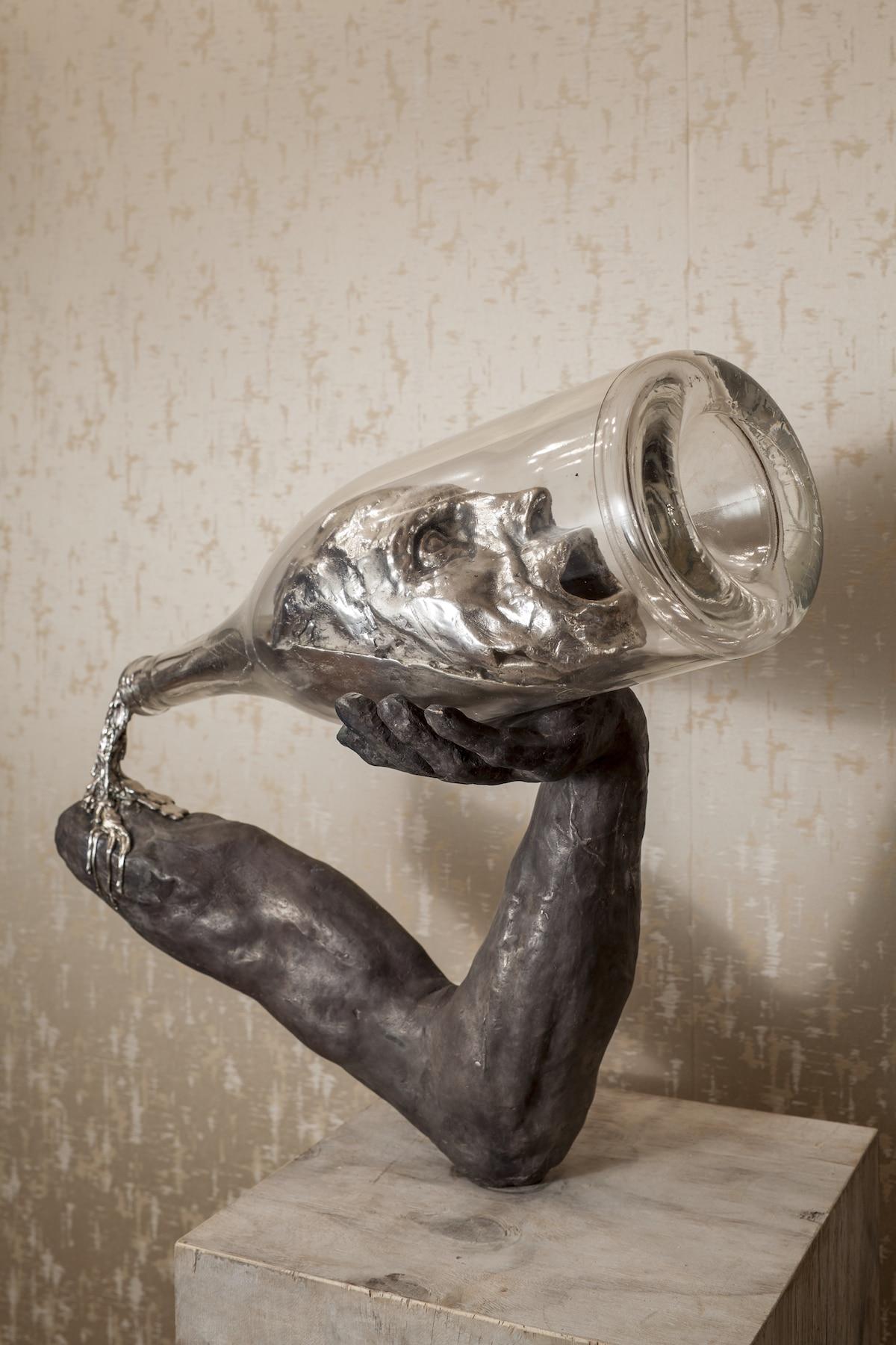 Esculturas conceptuales de bronce y vidrio de Thomas Lerooy