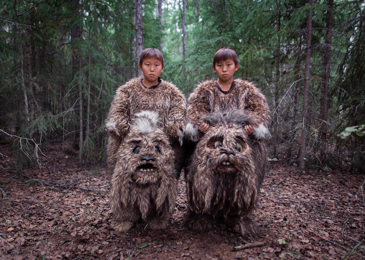 Des jumeaux tournent un film à Sakha, en Russie
