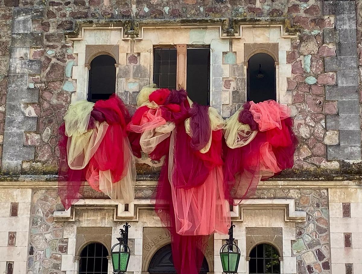 Instalaciones de tul de Ana Maria Hernando