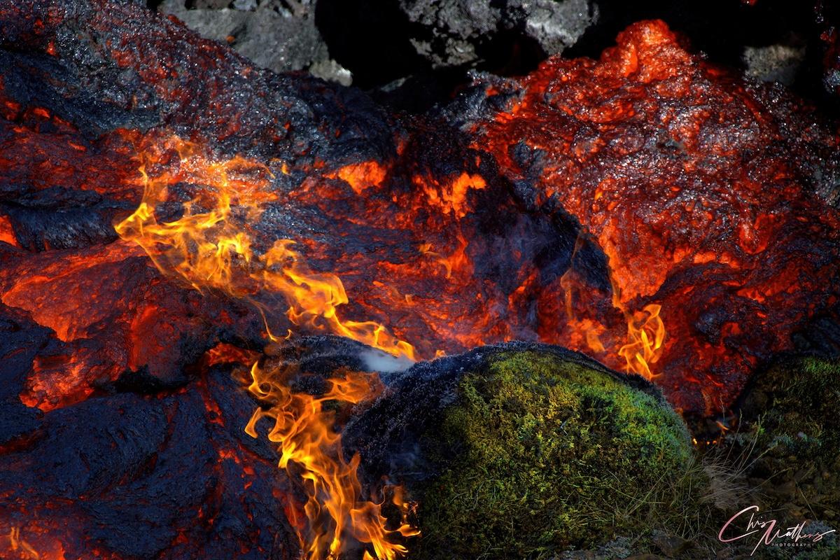 Lave du volcan Geldingadalur en Islande