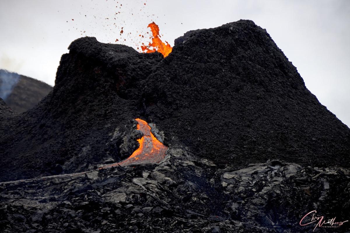 le volcan Geldingadalur en éruption