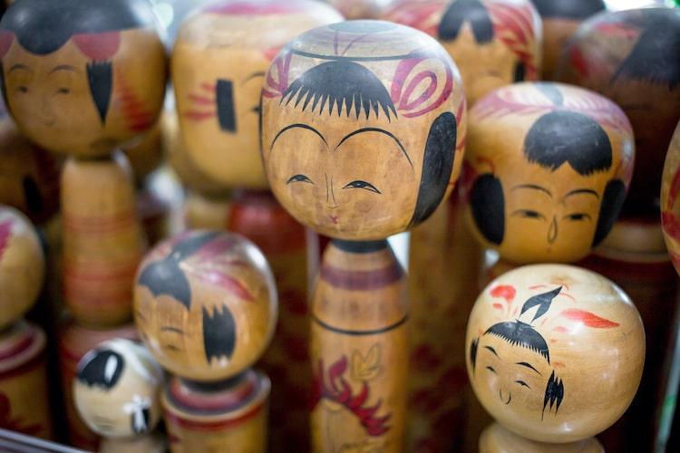 muñecas kokeshi de japón