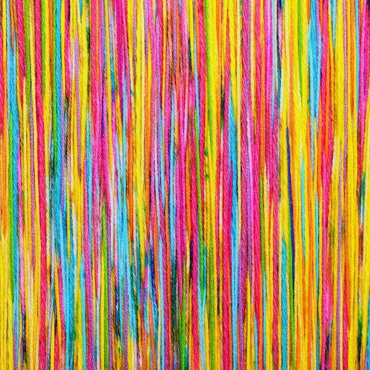 Broderies colorées par Victoria Rose Richards
