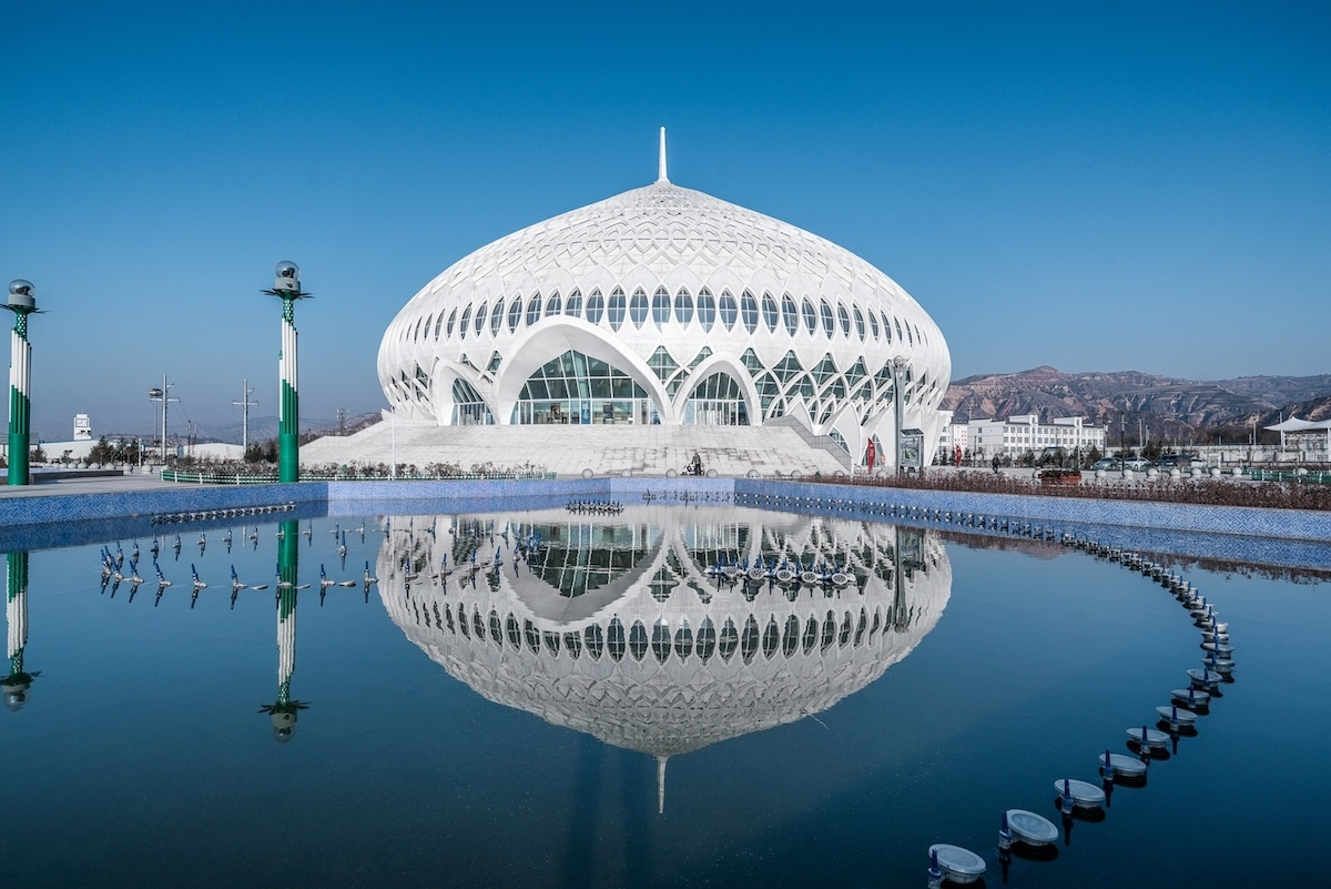 Massive Theater in China is Inspired by Oman's Grand Mosque