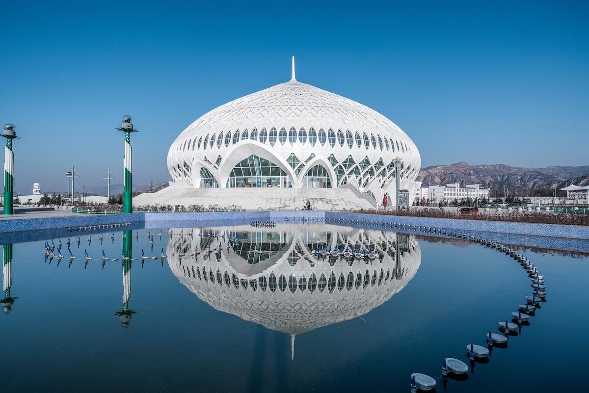 Ce théâtre en Chine est inspiré du design de la Grande Mosquée d'Oman
