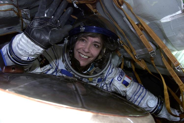 Claudie Haigneré depuis le vaisseau spatial Soyouz