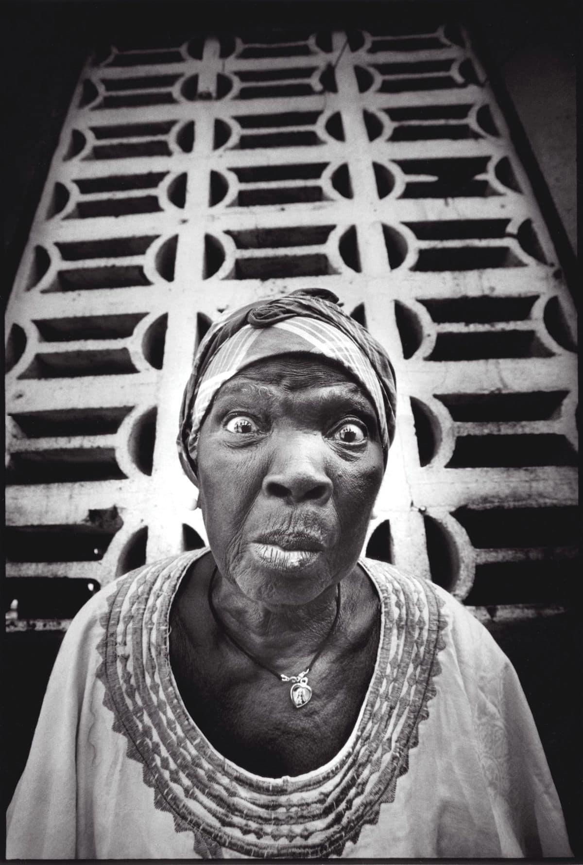 Retrato de una mujer en Liberia por el artista callejero JR