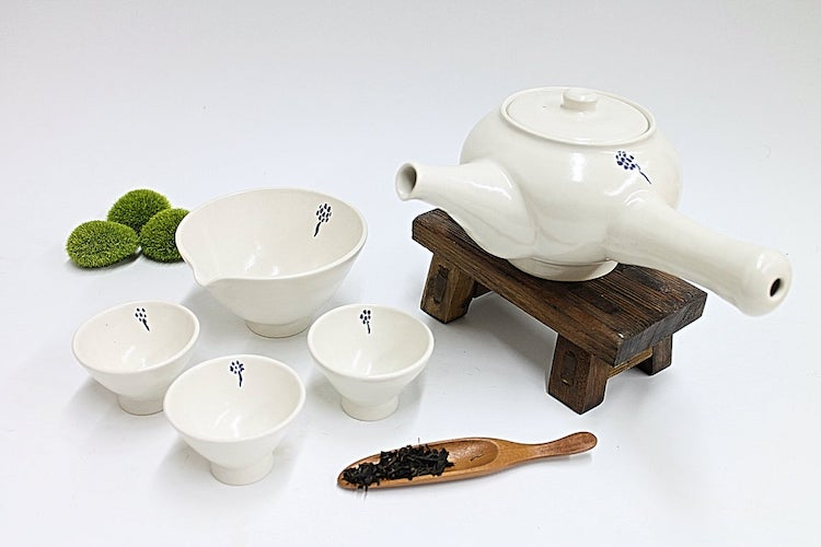 Tea Kettle and Cups Set