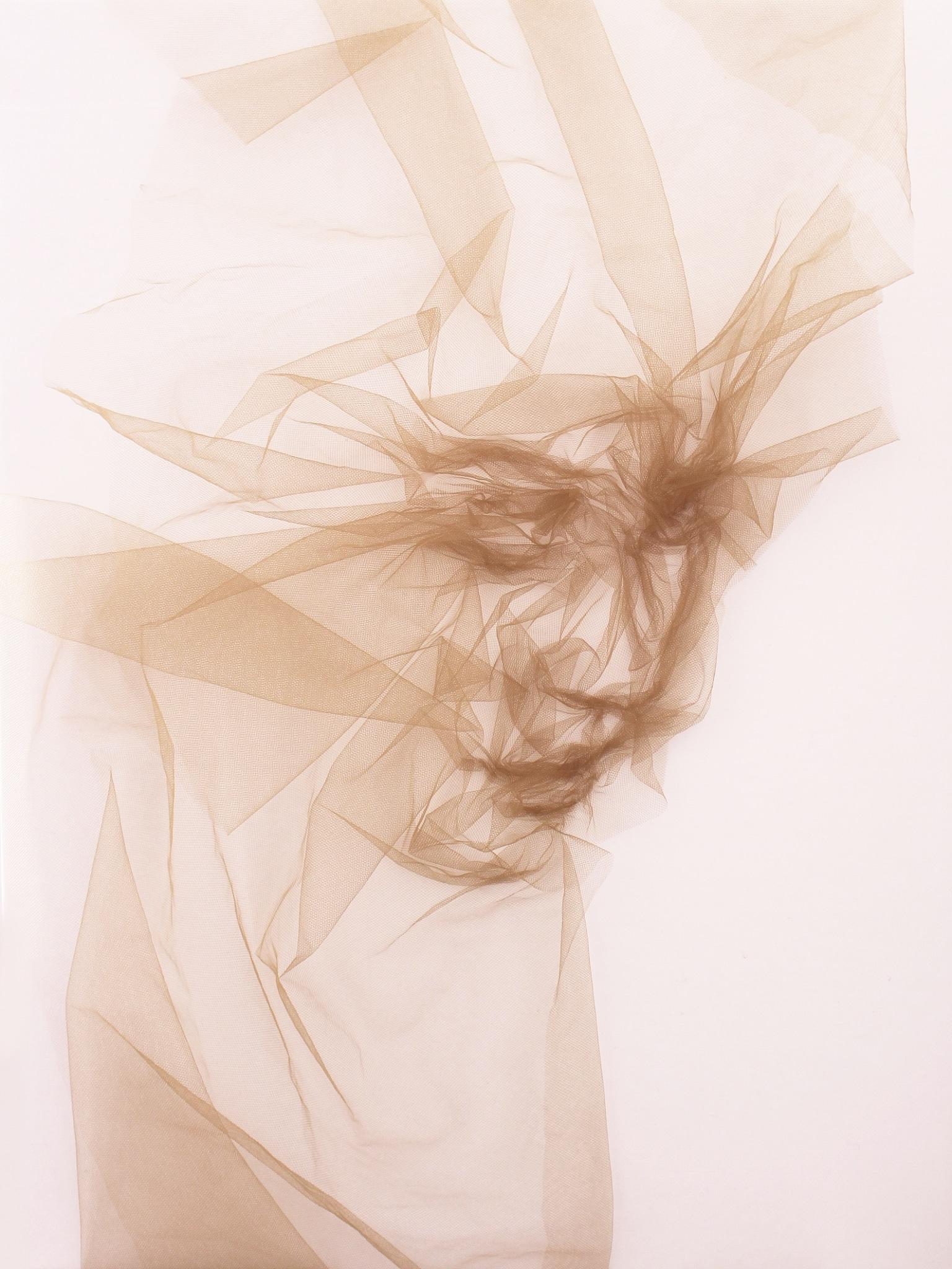 visage de tulle par Benjamin Shine