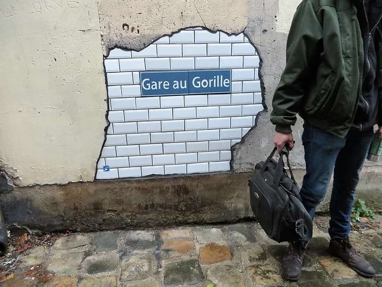 Flacking à Montlhéry, inscription Gare au Gorille