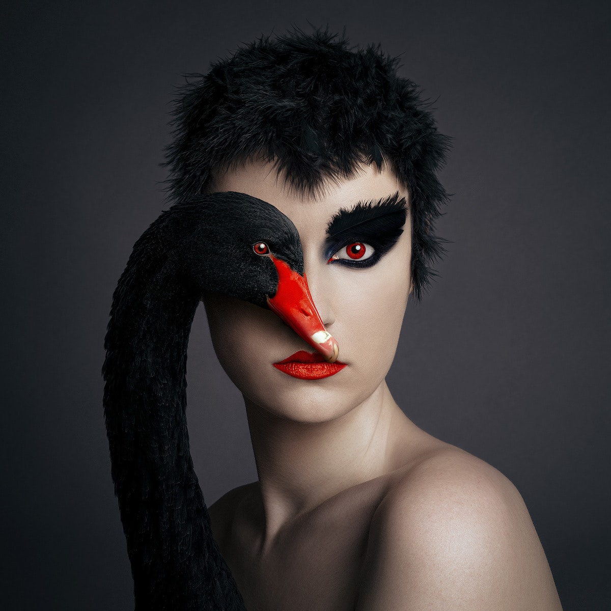 Autorretrato original con un cisne negro