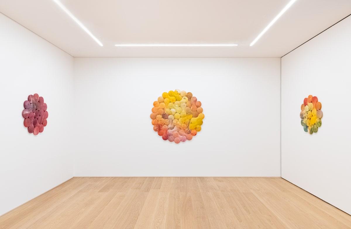 Pinturas esculturales abstractas de Josh Sperling