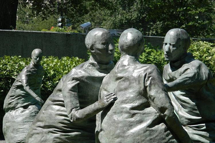 escultura de juan muñoz en Hirshhorn Museum