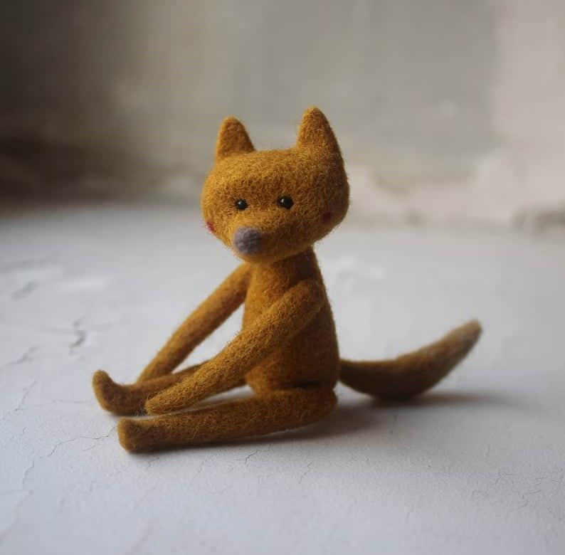 Zorro de juguete hecho de lana