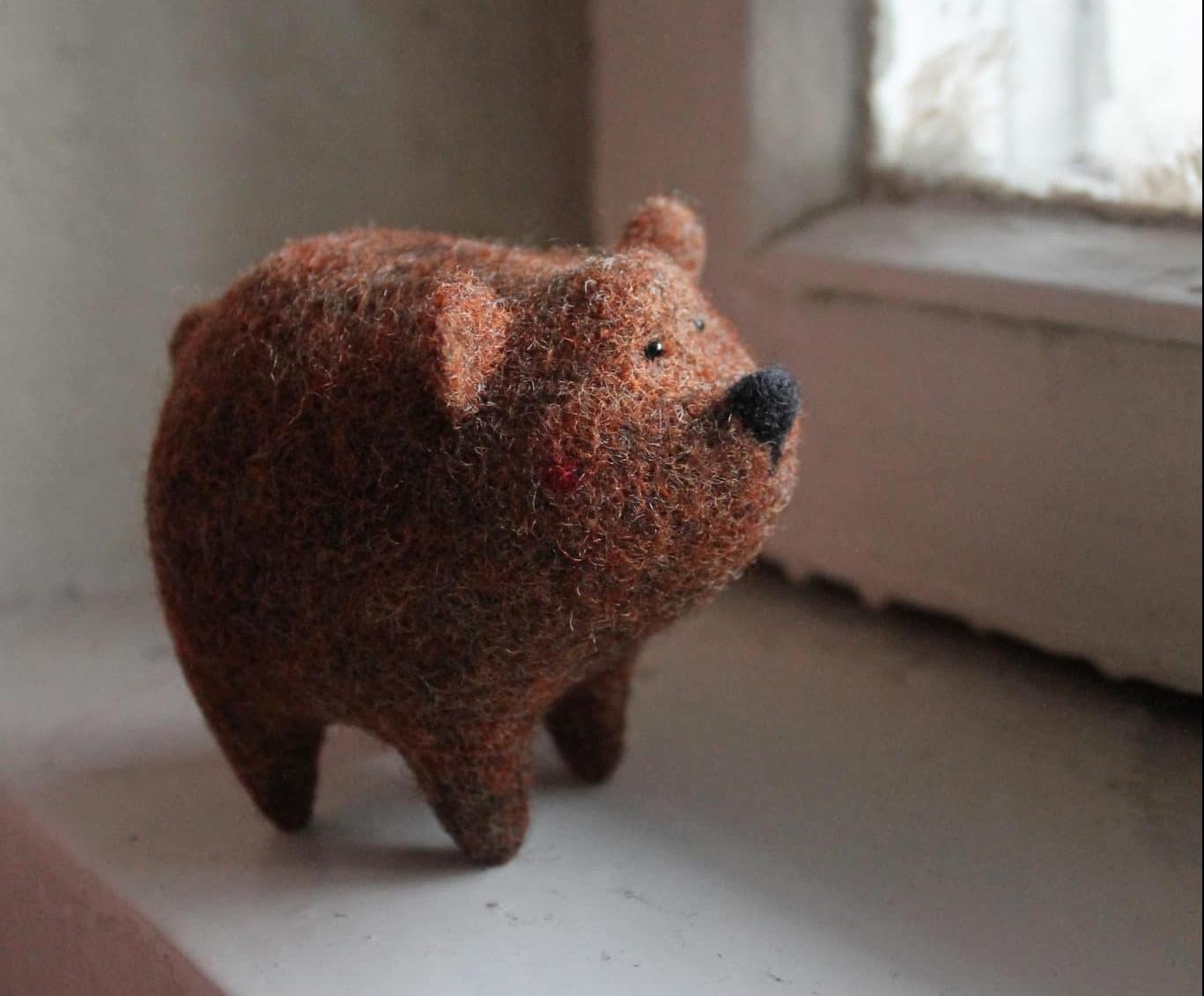 Un tierno oso de fieltro