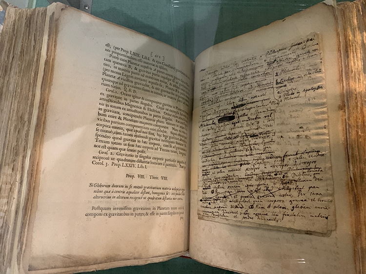 Copie personnelle d'Isaac Newton de la première édition de Philosophiæ Naturalis Principia Mathematica annotée par lui pour la deuxième édition