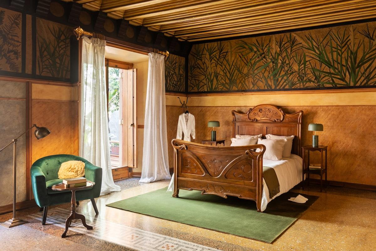 Interior de la Casa Vicens de Antoni Gaudí en Airbnb