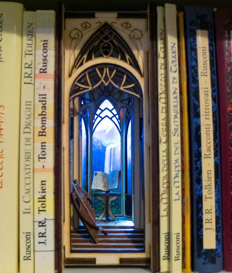 Bookshelf Diorama by Befana Anziana