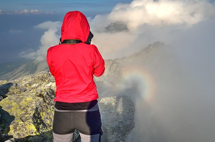 Spectre de Brocken dans les montagnes