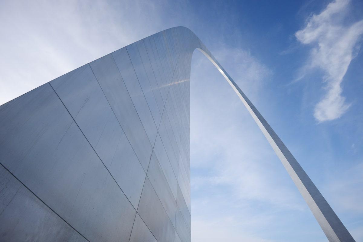 Gateway Arch of St. Louis Arch by Eero Saarinen