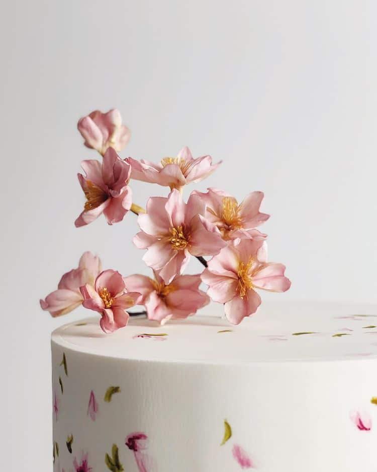 Fleurs en sucre réalistes de Finespun Cakes