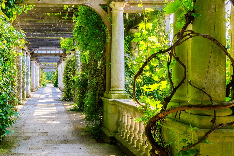 Hill Garden Pergola