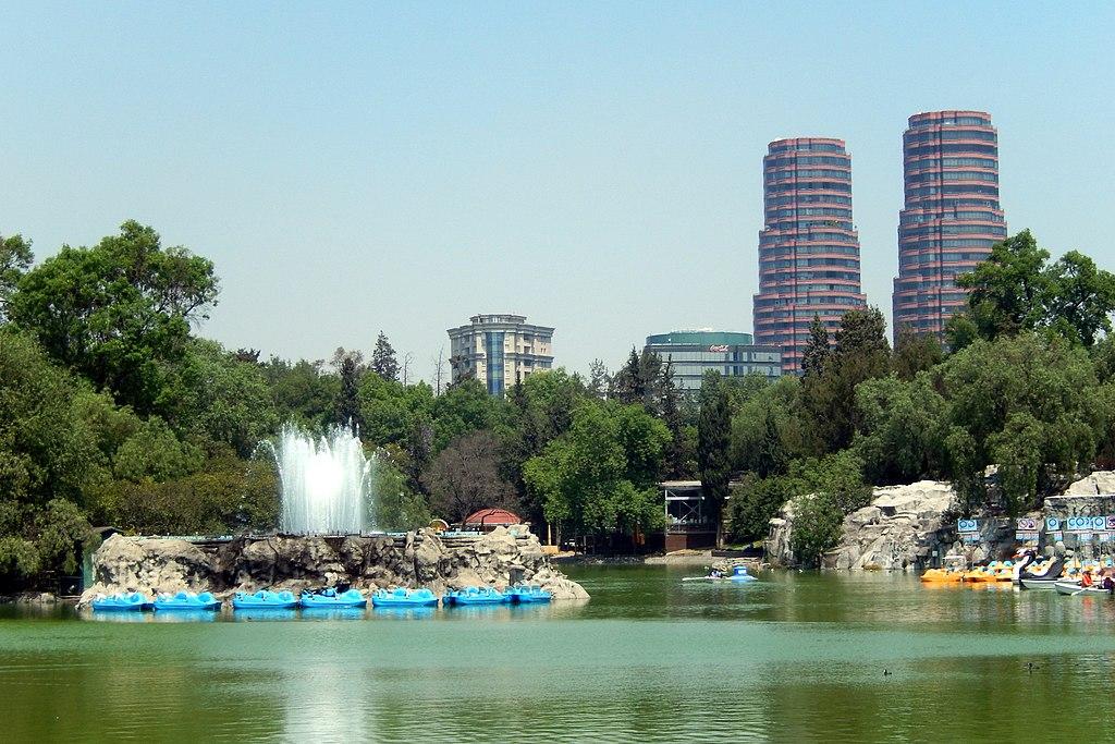 Lago del bosque de Chapultepec en la Ciudad de México