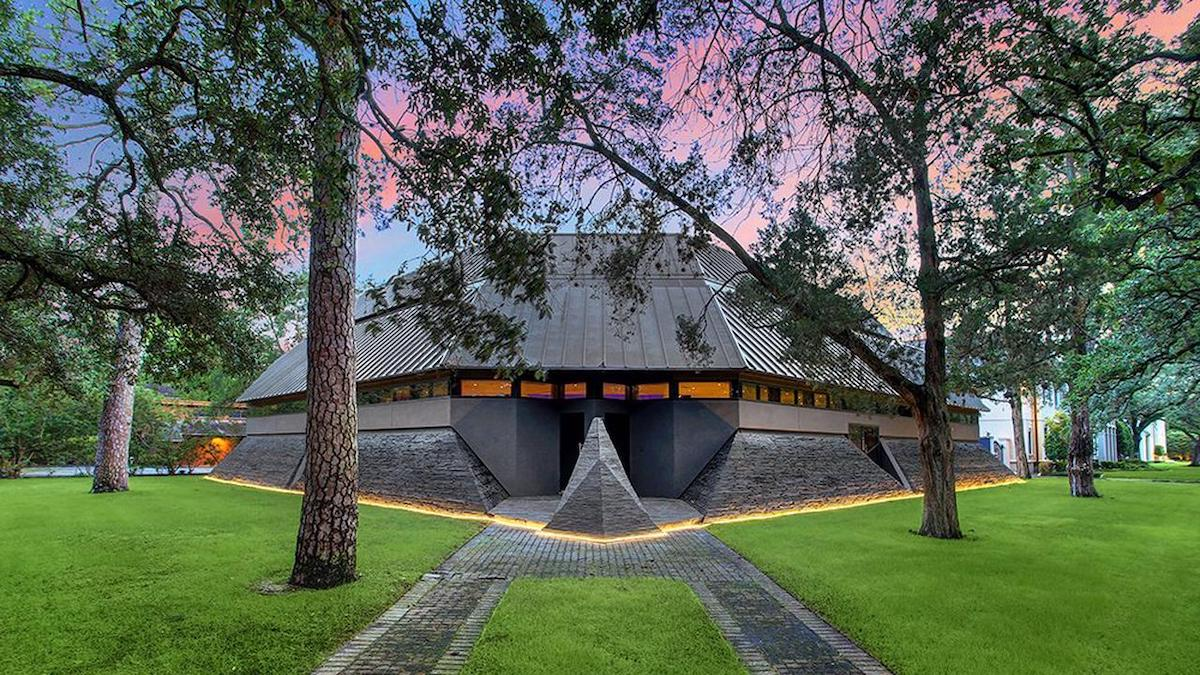 Exterior View of the Darth Vader House in Houston, Texas