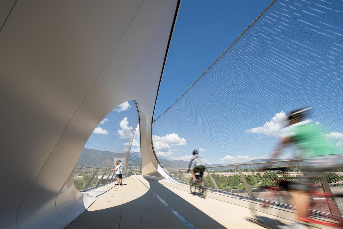 Cyclists on Park Union Bridge by Diller Scofidio + Renfro